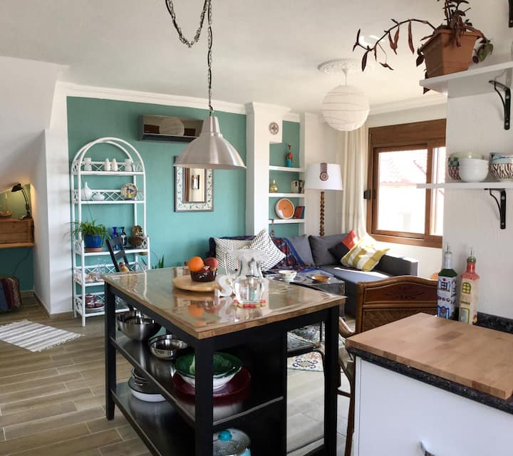 MONTHYLY/AYLIK--Cosy/Colourful/Comfy flat w/Views!