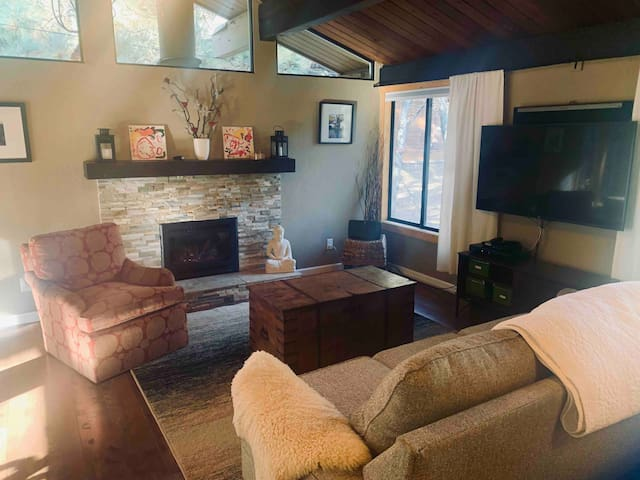 Remodeled Cozy Mountain Home in Central Truckee