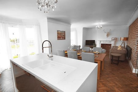 Grade 2 Listed 3 Bed Apartment