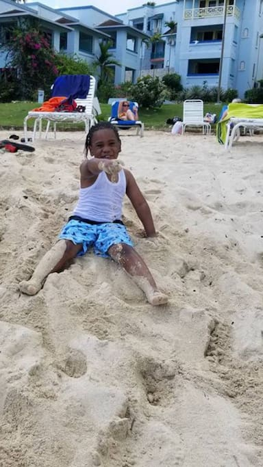 White sand Beach children friendly, use safely and keep your eyes on your kids