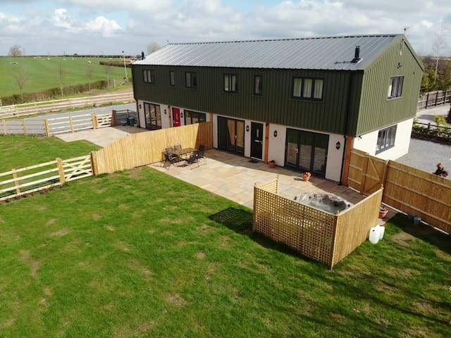 Woodland View, Wigginton - A Modern Rural Retreat