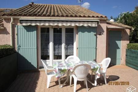 Petite maison dans une résidence avec piscine - Saint Martin d'Ardèche - 度假屋
