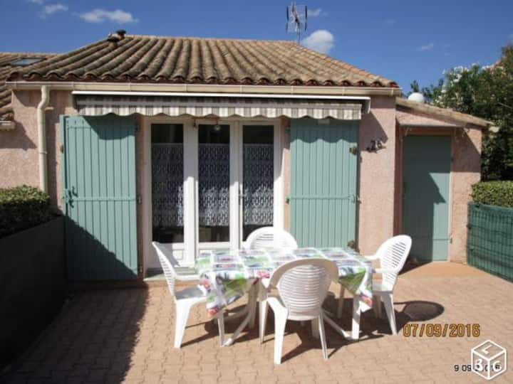 Petite maison dans une résidence avec piscine
