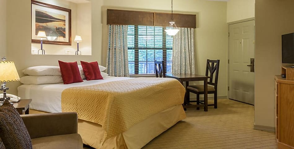 The Falls Village: Perfect for a exciting getaway!