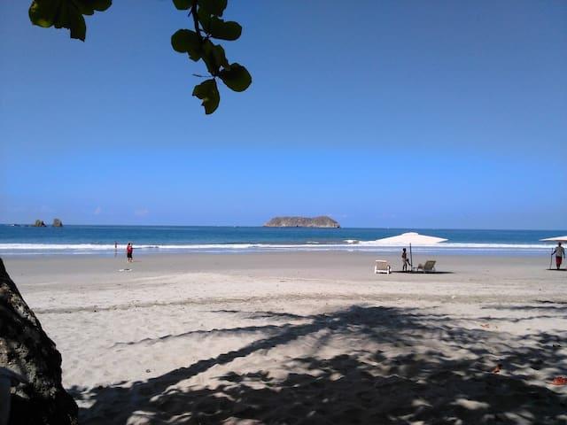 Jungle Beach House 2 minute walk to amazing beach!