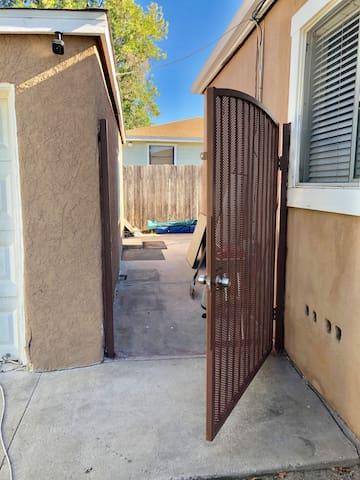 Please keep this gate unlocked.