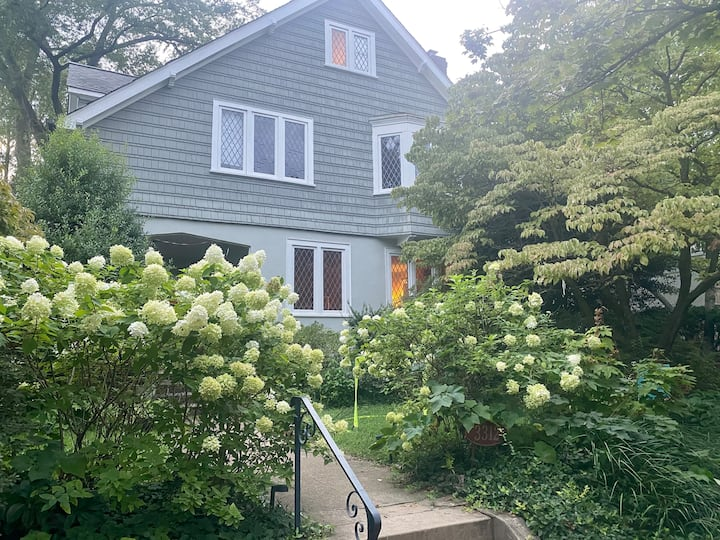Gracious Cleveland Park Home in the heart of DC
