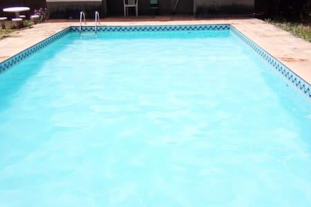 Chácara em Araçoiaba da Serra com piscina e salão