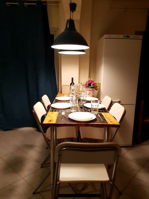 Bar style table for 5 persons
