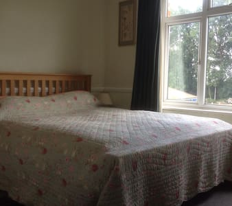 Meadowside Double Room 2 - Fishbourne - Penzion (B&B)