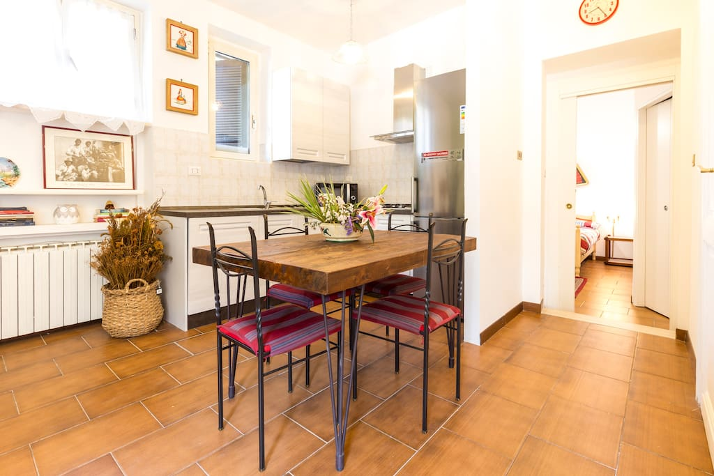 Beautiful and comfortable 4 sit kitchen table and fully equipped kitchen in the background