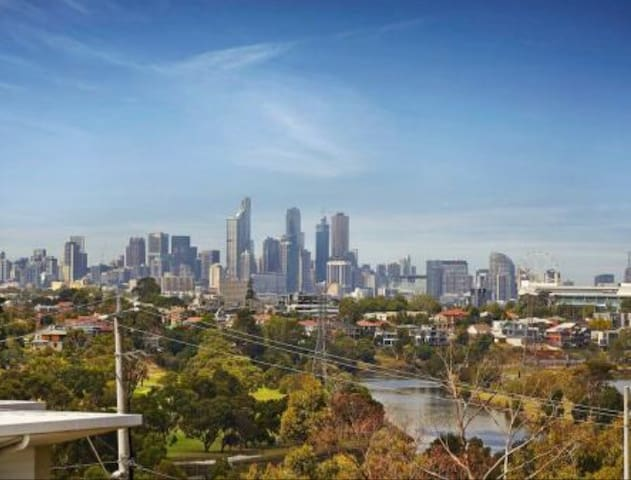 Modern, well situated, amazing view - Maribyrnong - Byt