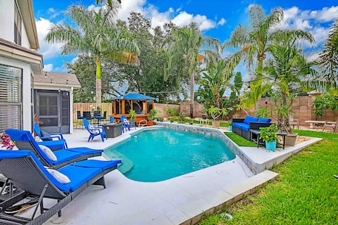 Urban Oasis w/Hot Tub, HEATED POOL and Private Movie Theater