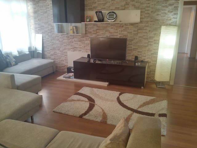 Decent room in the center with wifi and etc. - Kağıthane - Appartement