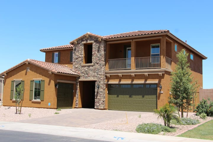 Stunning new 5BDR in Family resort community, pool - Gilbert - Ev