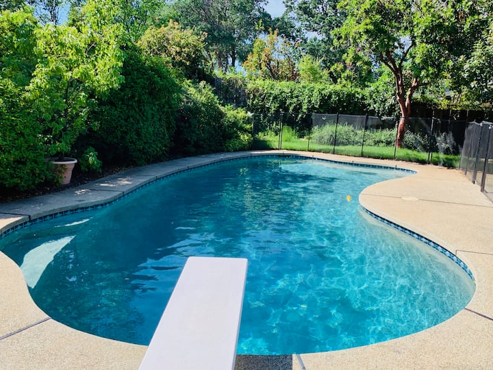 Beautiful Tranquil 4 Bedroom w Gorgeous Pool