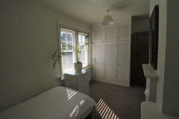 Large Single Room located between Reading & Henley