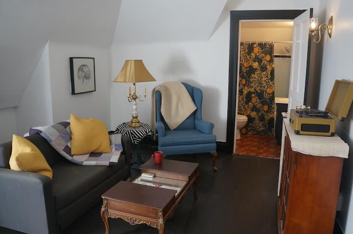 Cozy 3rd floor private apartment