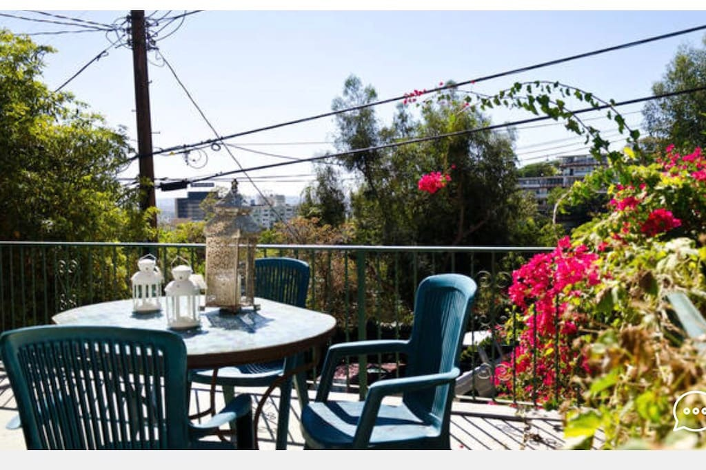 Front deck with views of LA for your use
