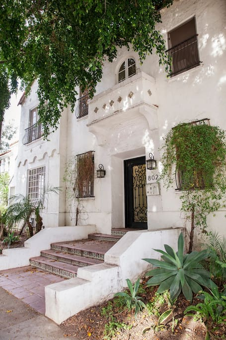 The character building is located in a leafy street and just 5 minutes away from designer boutiques on Melrose Place.