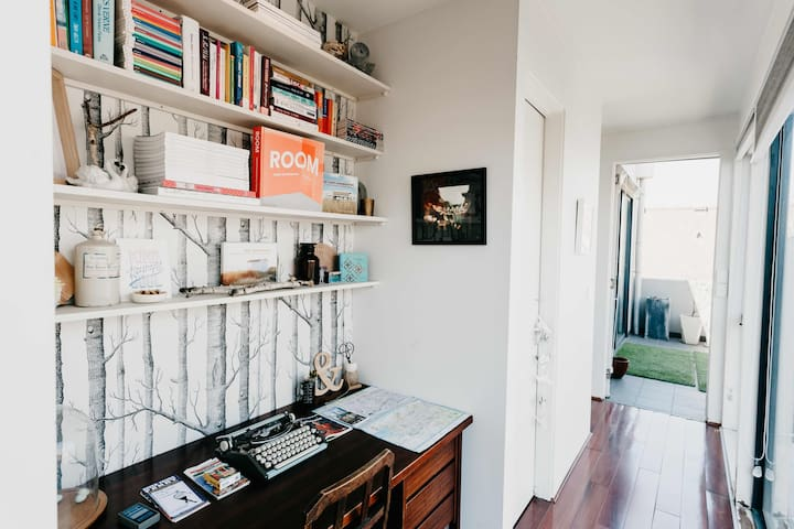 Inner-city stylish Brunswick apartment