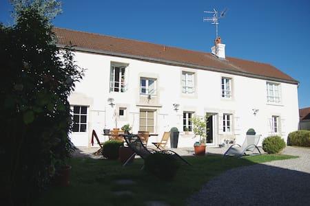 Jolie maison ancienne à 10 min de Dijon. - Saint-Julien