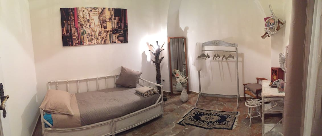 Comfy Single Room Central Naples - Neapol