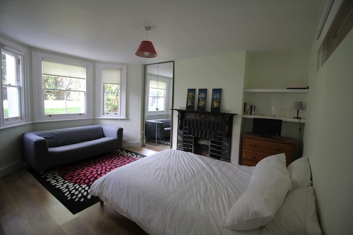 Garden flat in leafy Herne Hill, close to Brixton