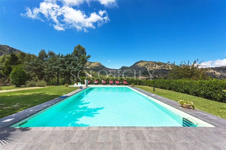 Gorgeous Villa with Pool near Palermo