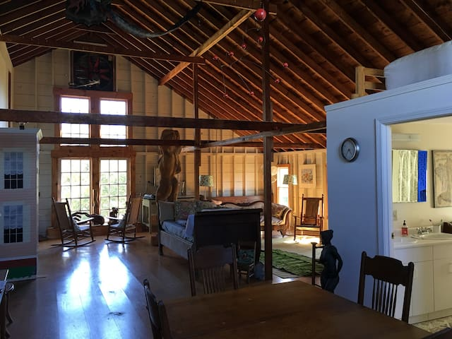 Barn loft apartment for rent - Guest suites for Rent in Little ...