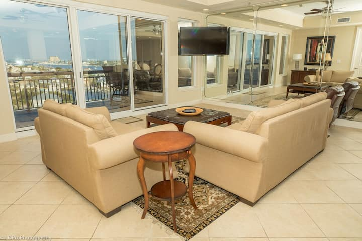 902B is a beautifully furnished 1900 sf 3 BR at Harbor Landing with pool and hot