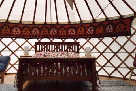 🌳 Escape to the tranquil countryside in a yurt 🌳