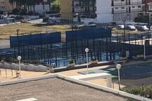 Vistas desde la terraza del apartamento a las 2 pistas de padel.