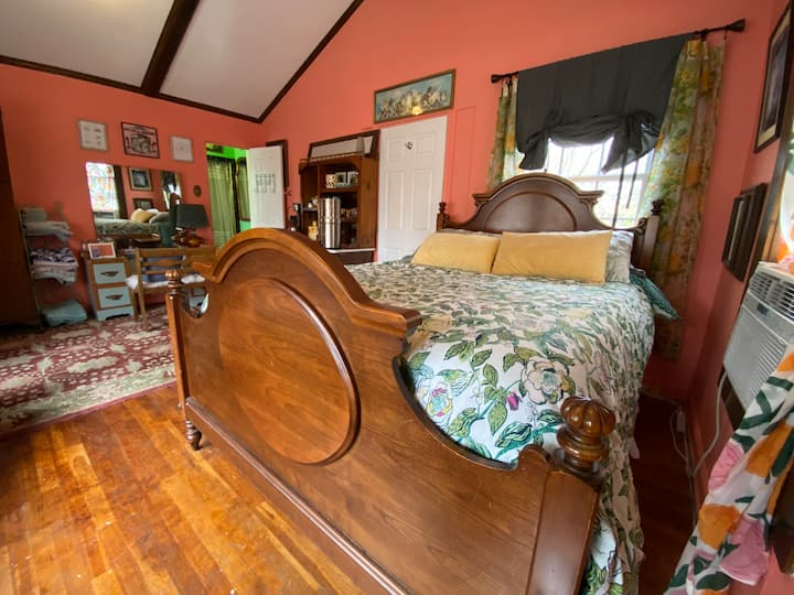 Lovely Studio Apartment with Private Entrance