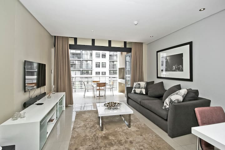 Perfect 2 bed base in the heart of Melrose Arch