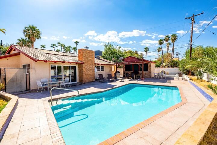 Las Vegas Elegance! Pool Table & Sparkling Pool!