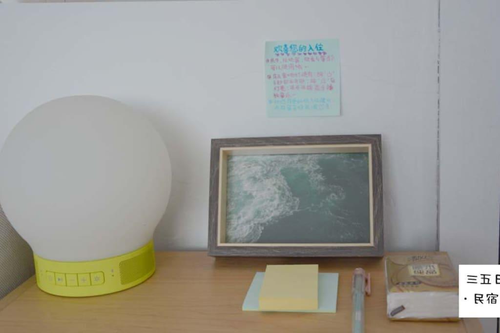床头柜(含音响夜光灯、便签、日用等)