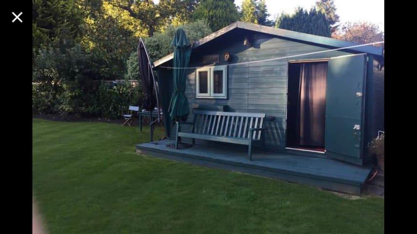 Private Summer House - Chobham
