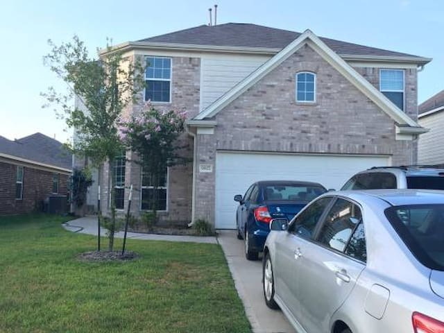 Conveniently located and comfortable home - Conroe