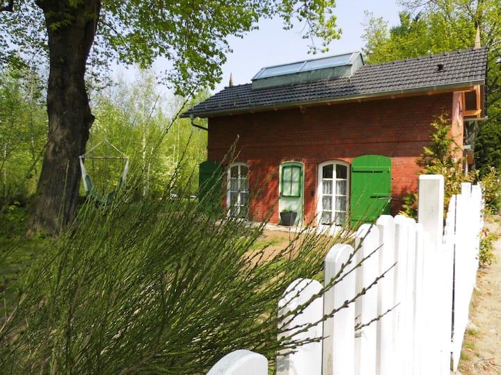 "Bahnhof Droyßig - ""Altes Bahnhäuschen"""