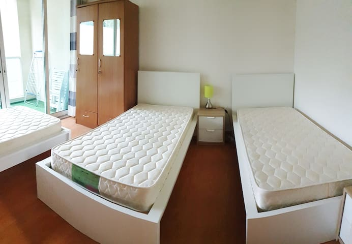 Cozy Bed in Triple room in Marina / JBR (Ladies)