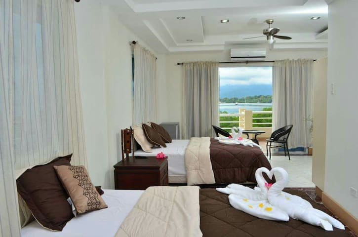 PENTHOUSE FOR UP TO 9 pax - Puerto Princesa - Bed & Breakfast