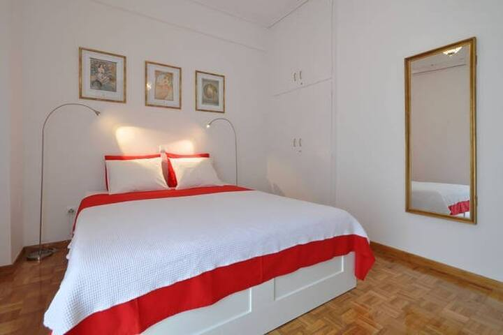 Perfect Flat to Experience Athens