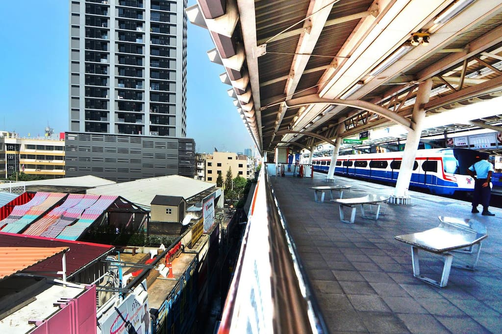"""Adventure Hostel is just 1 step away from BTS """"Saphan Khwai"""" (N7) station"""