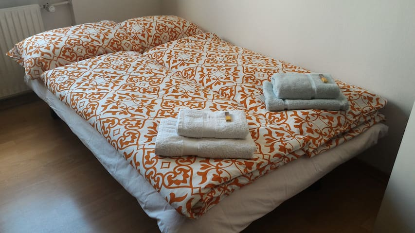 Nice room for 1-2 persons close to expo