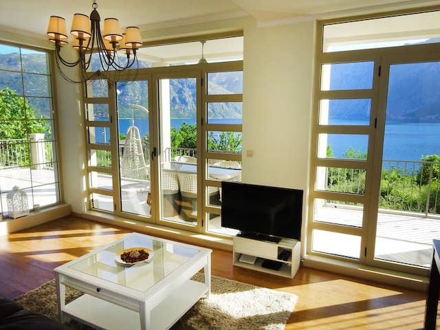 Apartment with 2 bedrooms, spacious and elegant