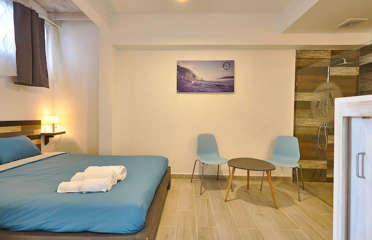 """Colonial Beach House - Room """"Encuentro Beach"""""""