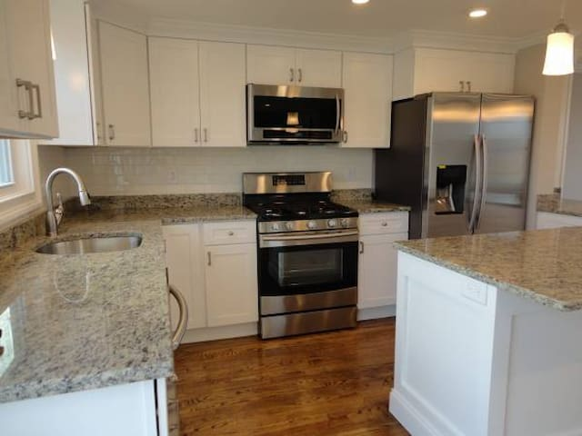 Home in the heart of Narragansett! - Narragansett - House