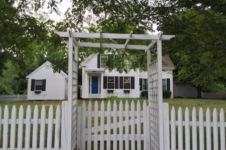 Cozy, private & cute summer get-away - Harwich - Haus