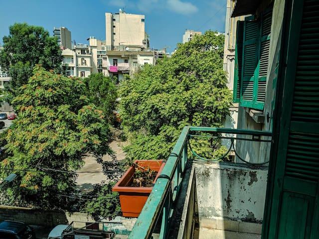 Beit Jamal: Spacious, film-themed apt _ central.